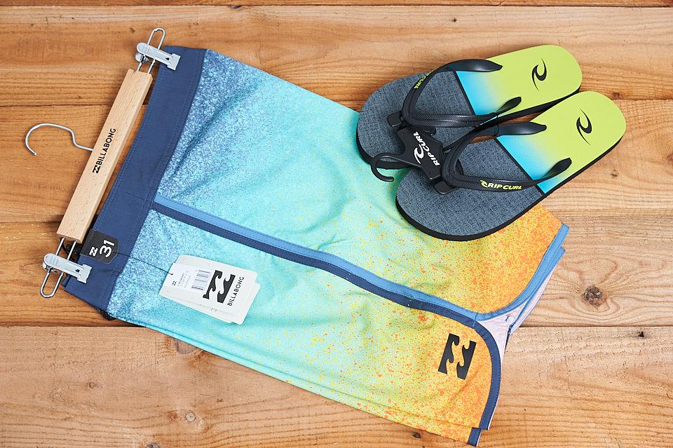 Boardshorts et tongs