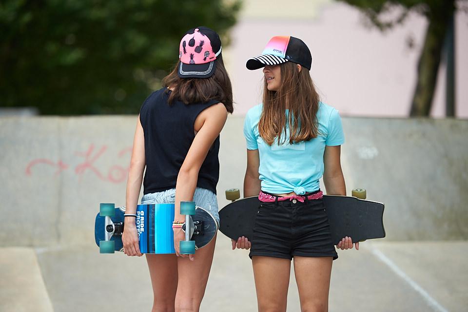Filles au skatepark